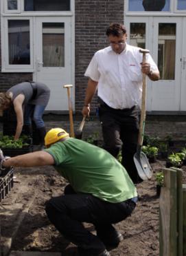 DHL actief bij Sociaal Tuinieren Project in Betondorp
