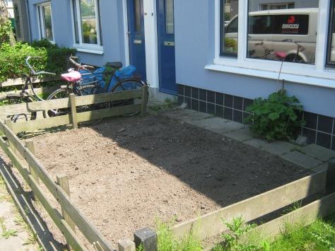 tuin helemaal van onkruid ontdaan