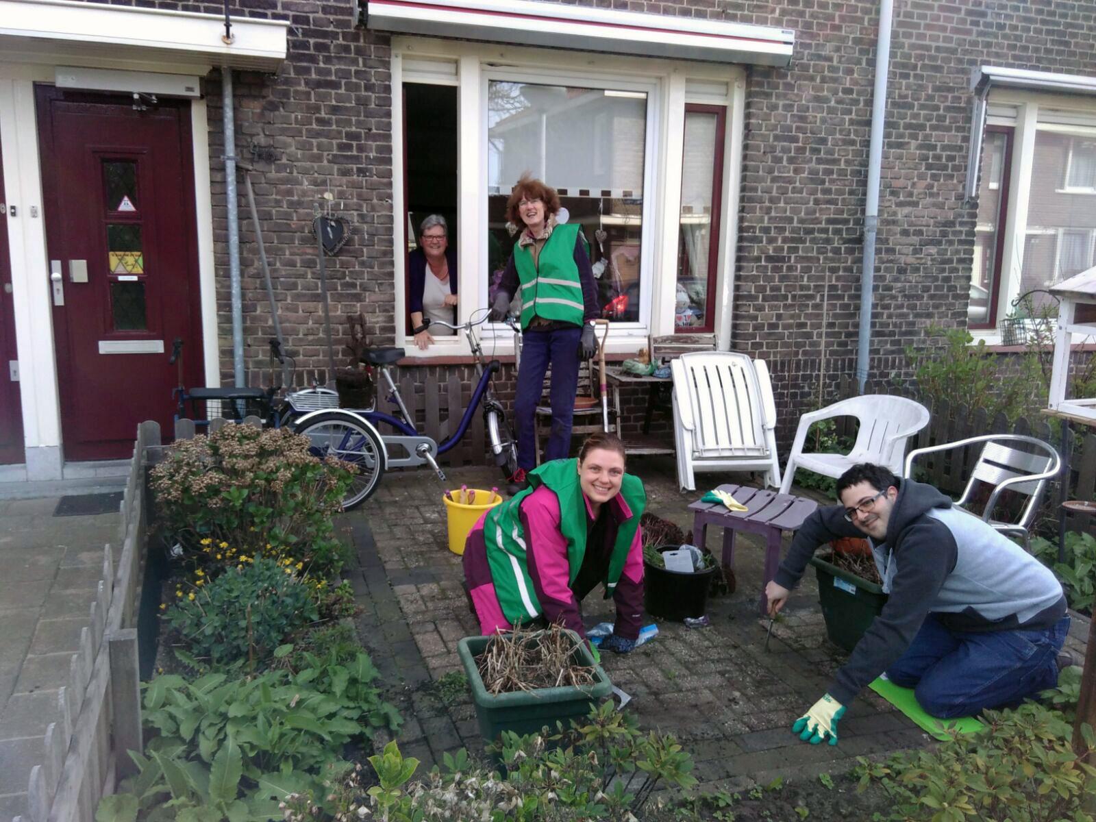Sociaal Tuinieren 2017-2018 van start met mooie dag in Bloemenbuurt